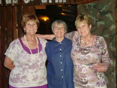 Glenda Kemp with friend and sister.